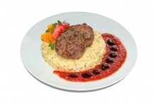 Котлеты телячьи с пюре по-немецки и соусом томатный bbq