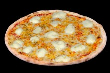 Пицца 4 сыра с молодым сыром на томатной или сливочной основе